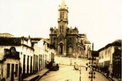 1915. MATRIZ DE NOSSA SENHORA DO PILAR DE PITANGUI. ONDE O SERVO DE DEUS FOI COADJUTOR DESDE SUA ORDENAÇÃO ATÉ 1923.